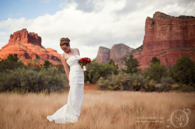 We love this stunning bridal portrait with Sedona's quintessential backdrop ~ Weddings in Arizona