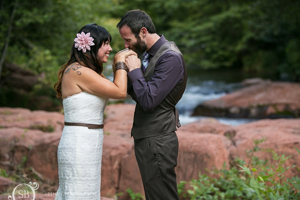 Sedona bride and groom have their first meeting on Oak Creek